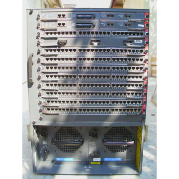 Cisco Catalyst WS-C5500, 13 Sloturi module, 2 Surse 1100 W, 216 RJ-45, 2 x Super engine, 3 x Fibra optica Retelistica